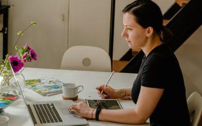A digitalização de negócios e o papel (fundamental) da assistente virtual neste processo